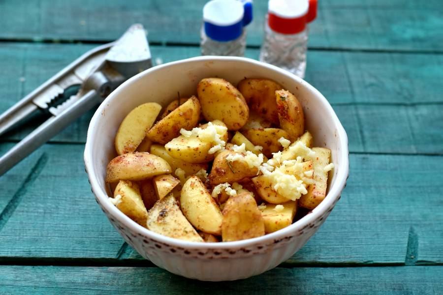 Приготовление картофеля по-деревенски с индейкой шаг 6