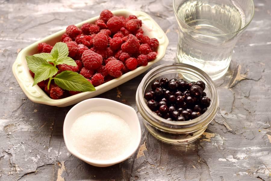 Ингредиенты компота из малины и черной-смородины
