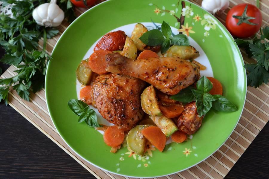 Курица с овощами, приготовленная в духовке