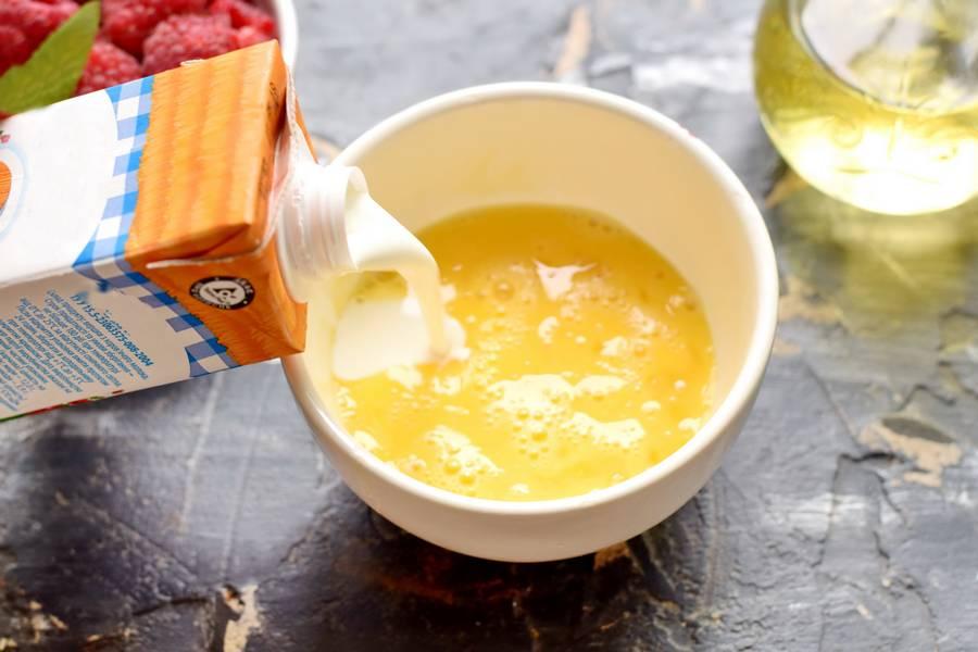 Приготовление клафути с малиной шаг 2