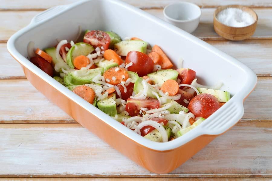 Приготовление курицы с овощами в духовке шаг 6