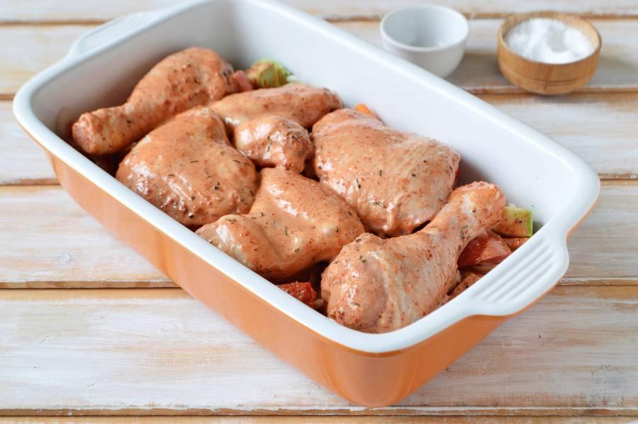 Приготовление курицы с овощами в духовке шаг 7