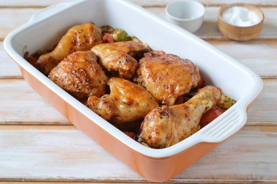 Приготовление курицы с овощами в духовке шаг 8