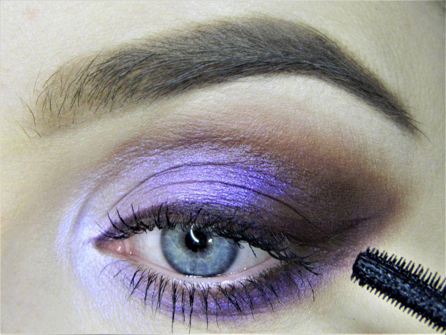 Выполнение неонового макияжа глаз шаг 13