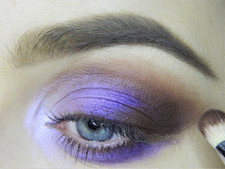 Выполнение неонового макияжа глаз шаг 8