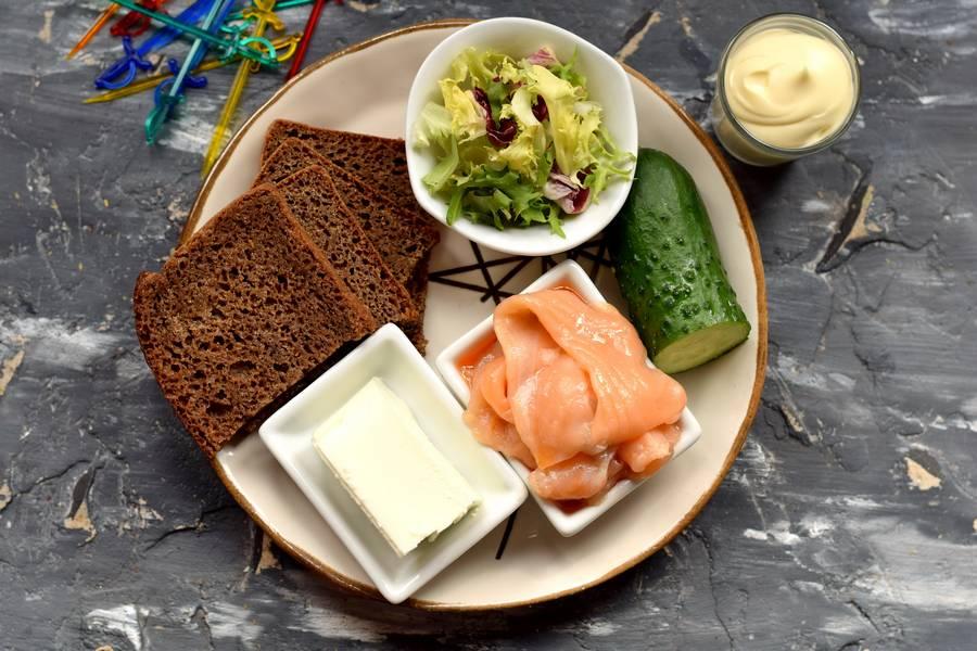 Ингредиенты канапе с красной рыбой и сыром