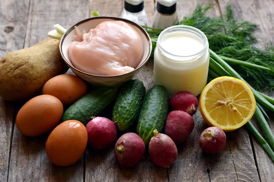 Ингредиенты окрошки на курином бульоне