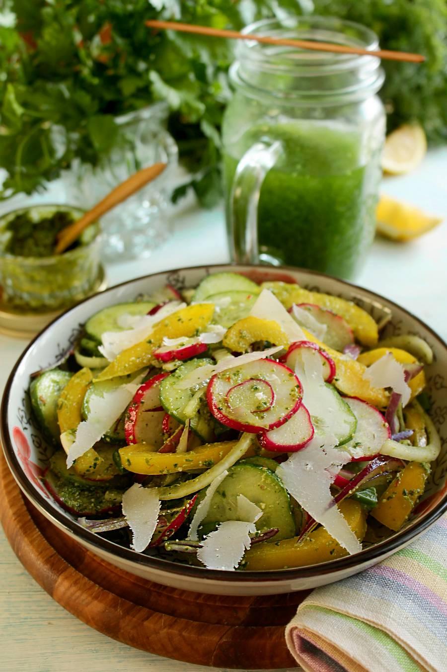 Овощной салат с твердым сыром