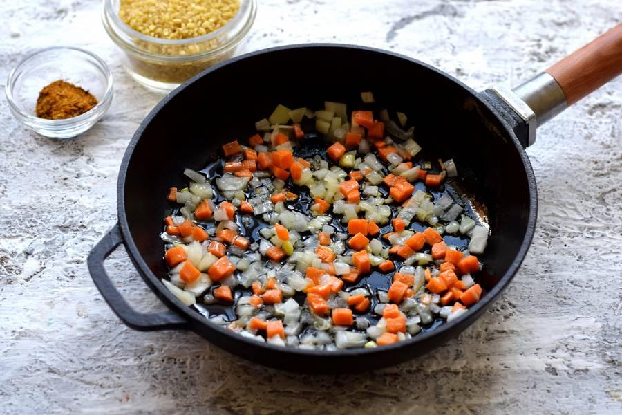 Приготовление булгура с курицей и овощами шаг 3