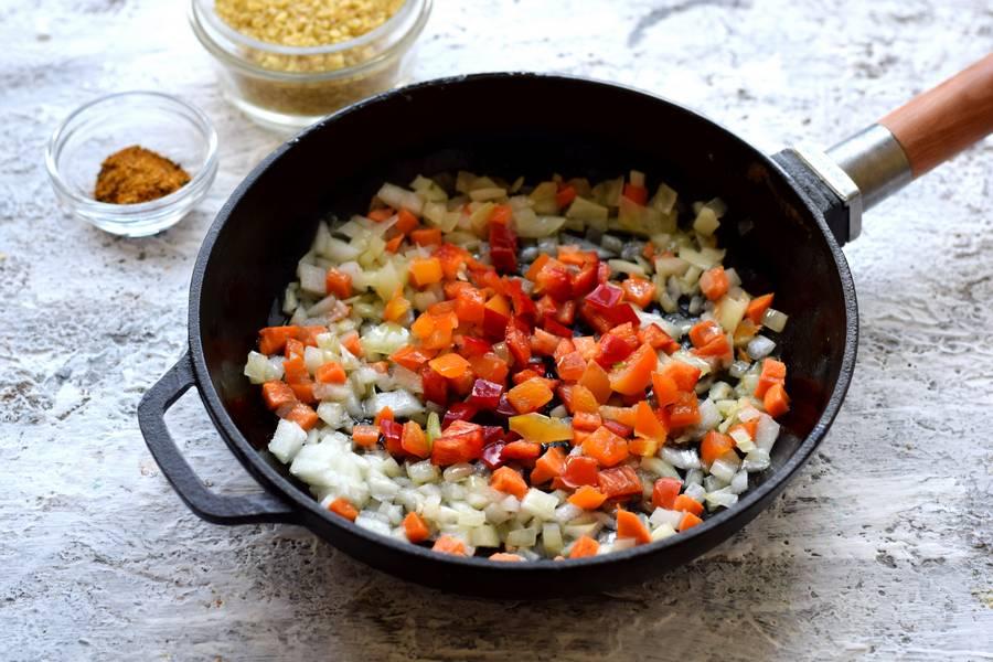Приготовление булгура с курицей и овощами шаг 4
