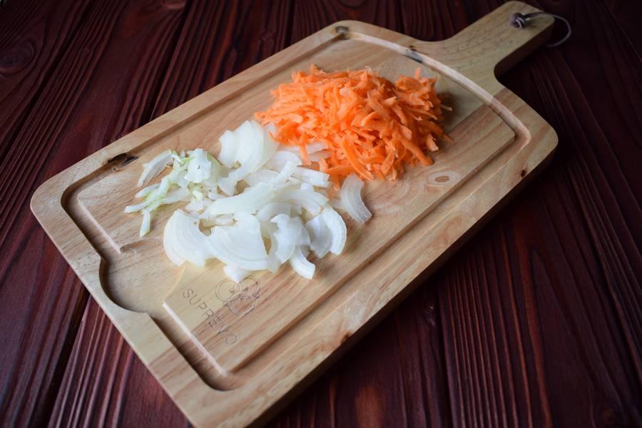 Приготовление в духовке супа с макаронами шаг 2