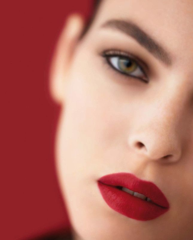 Chanel Rouge Allure на губах