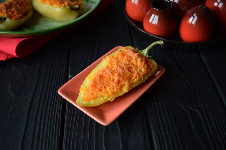 Фаршированные перцы-лодочки с острой морковью