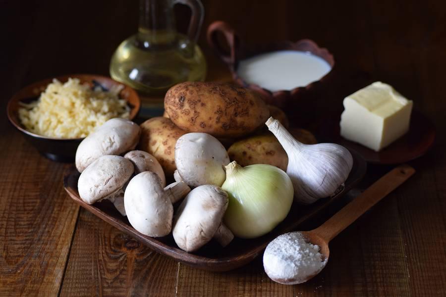 Ингредиенты решти из картофеля с грибным соусом