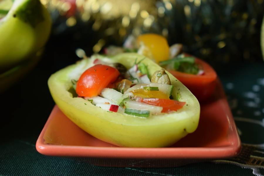 Овощной салат в перцах