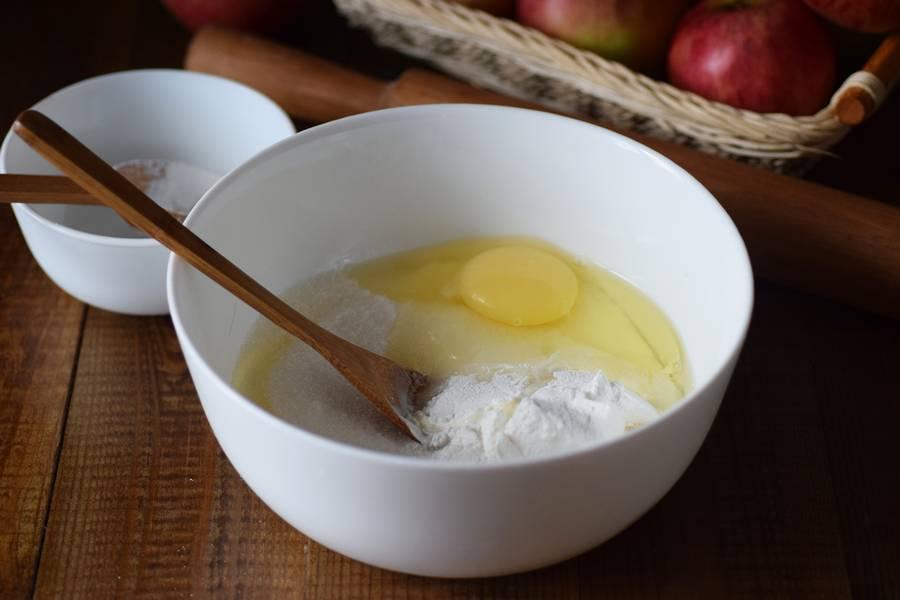Приготовление цветаевского яблочного пирога шаг 8