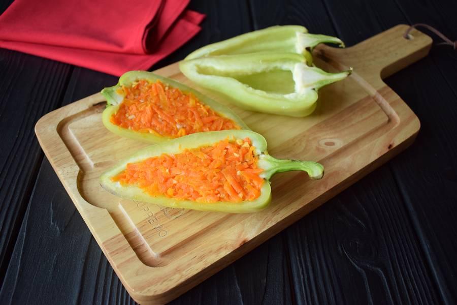 Приготовление фаршированных острой морковью перцев шаг 6
