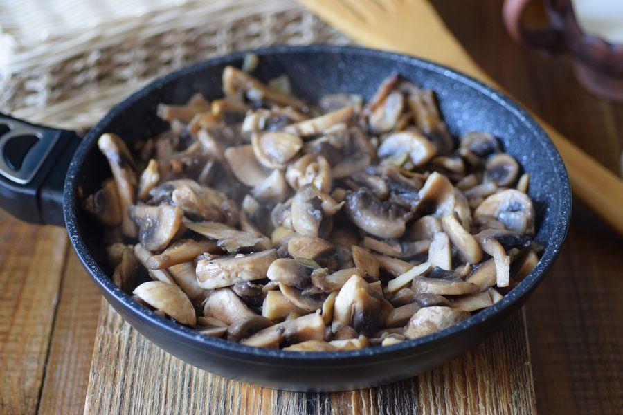 Приготовление картофельной запеканки с грибами шаг 4