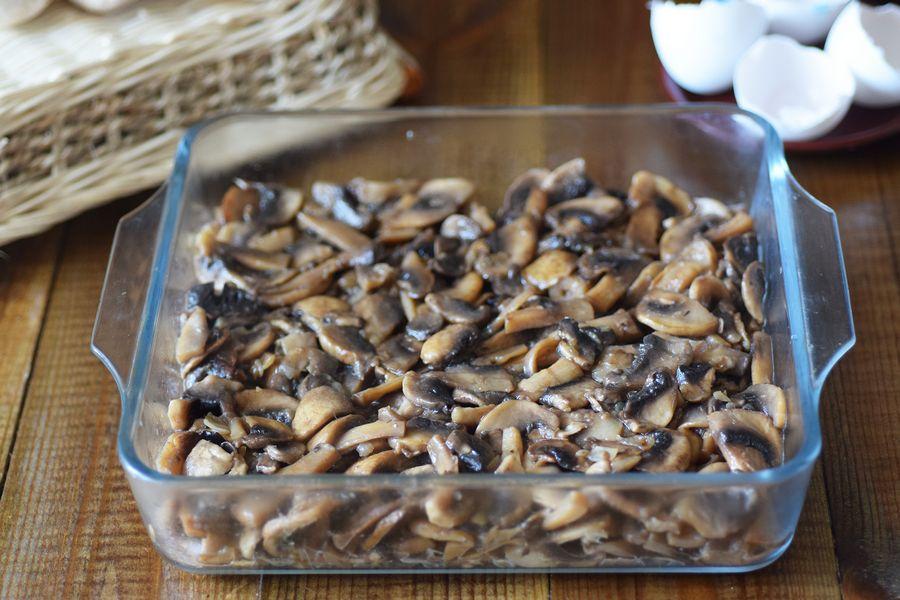 Приготовление картофельной запеканки с грибами шаг 6