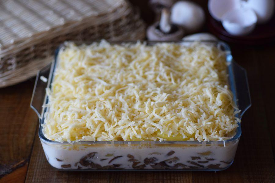 Приготовление картофельной запеканки с грибами шаг 8