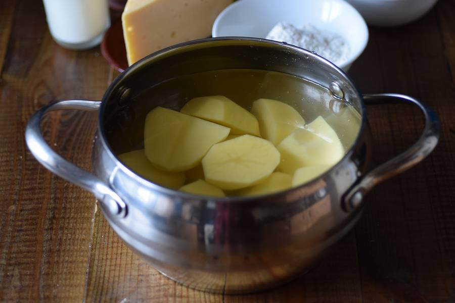 Приготовление картофельных крокетов с сыром шаг 1