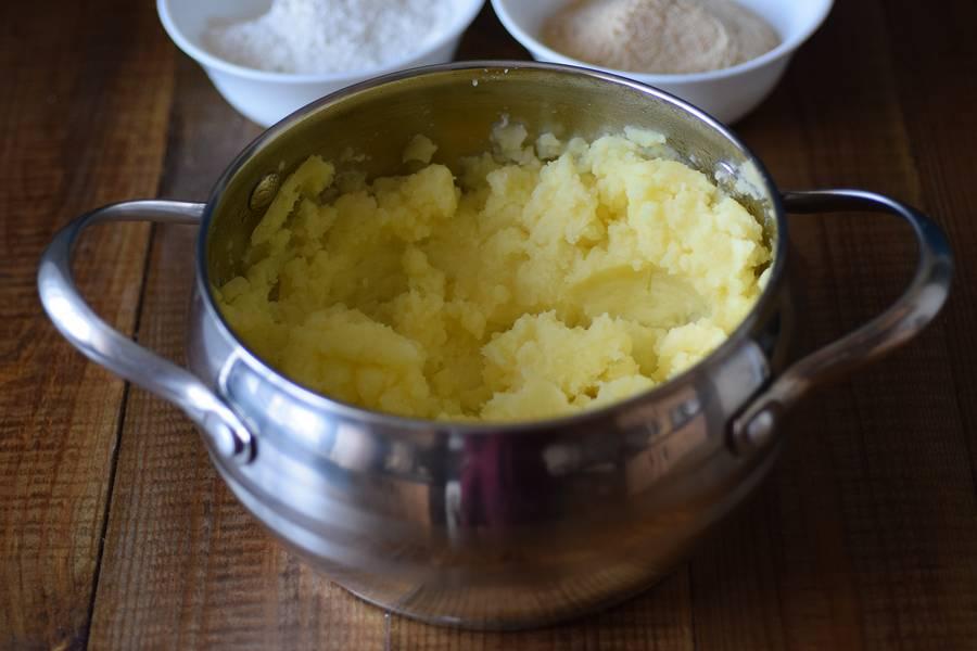 Приготовление картофельных крокетов с сыром шаг 2