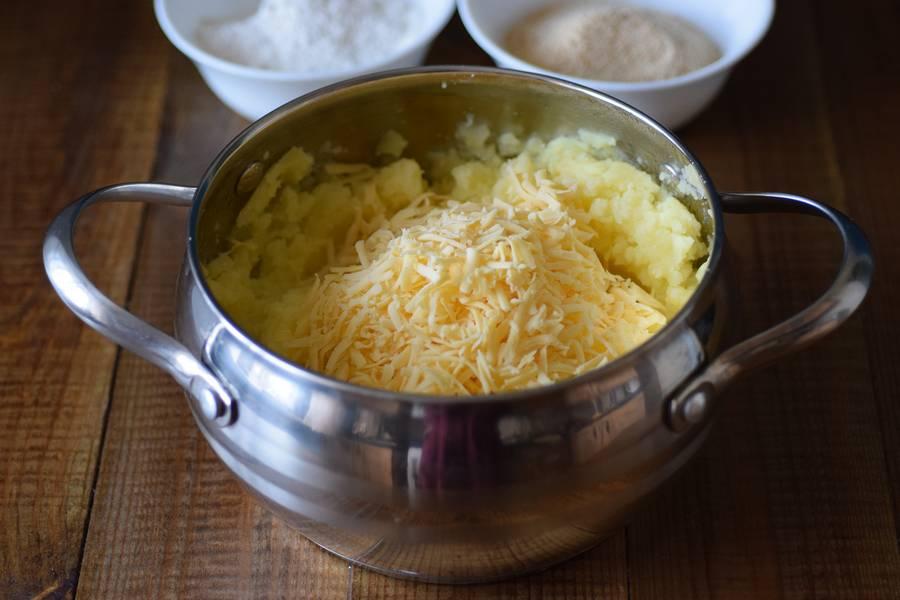 Приготовление картофельных крокетов с сыром шаг 3