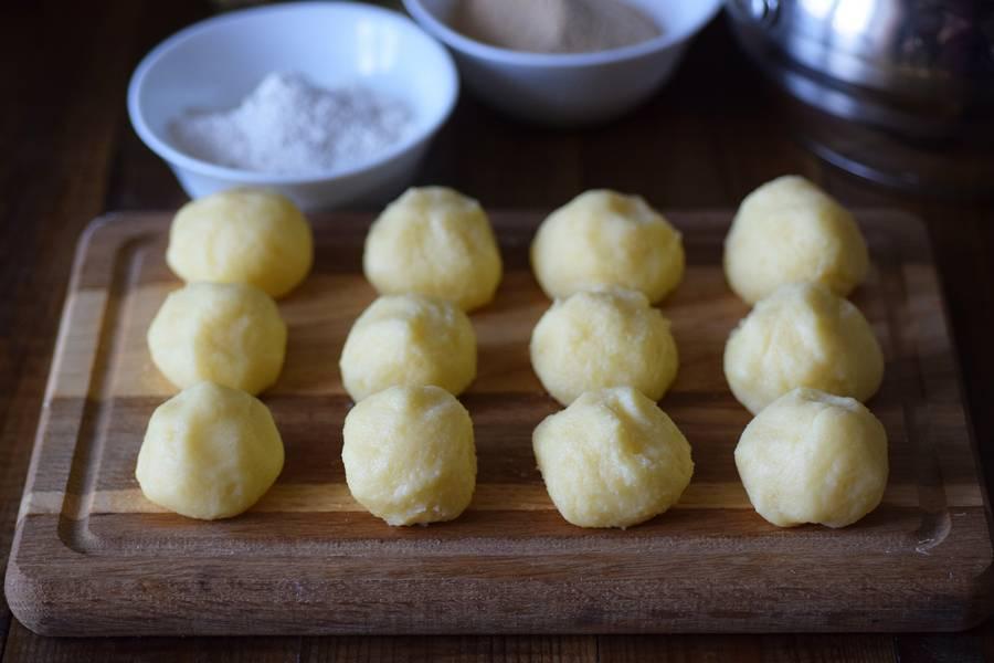 Приготовление картофельных крокетов с сыром шаг 4