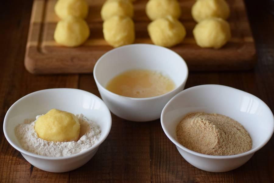 Приготовление картофельных крокетов с сыром шаг 5