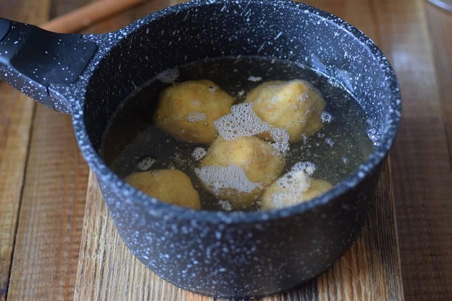 Приготовление картофельных крокетов с сыром шаг 6