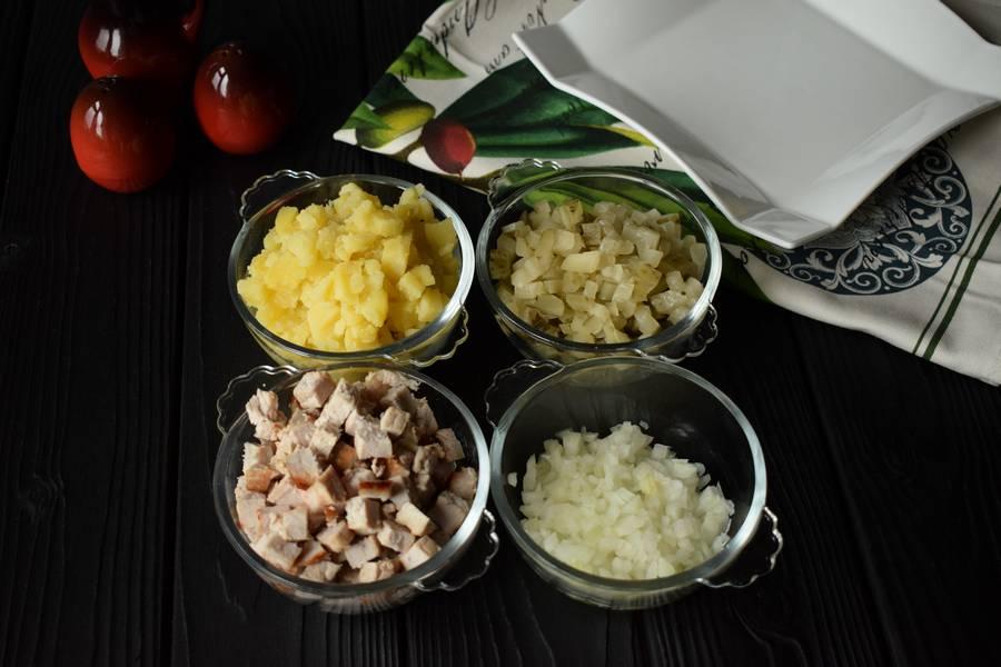 Приготовление новогоднего салата с мясом шаг 1
