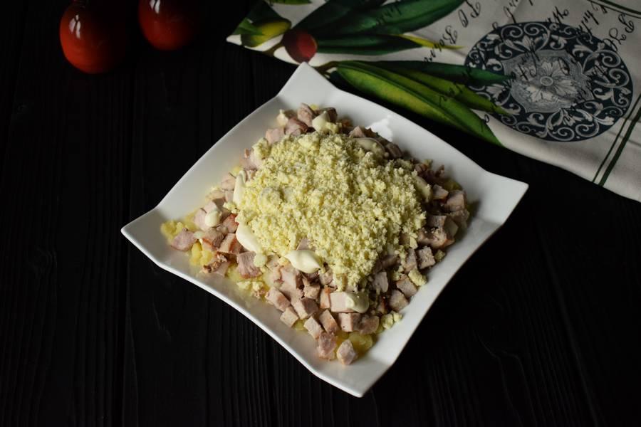 Приготовление новогоднего салата с мясом шаг 6