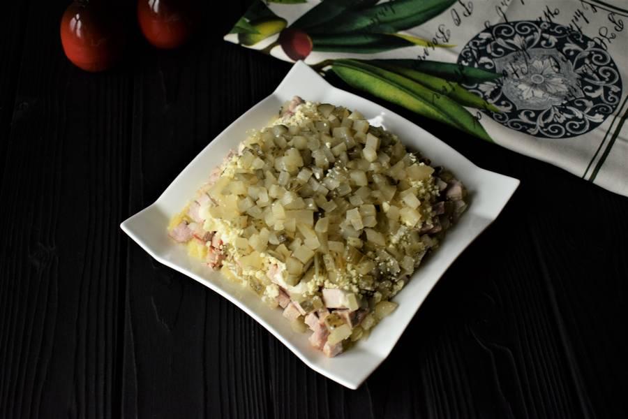 Приготовление новогоднего салата с мясом шаг 7