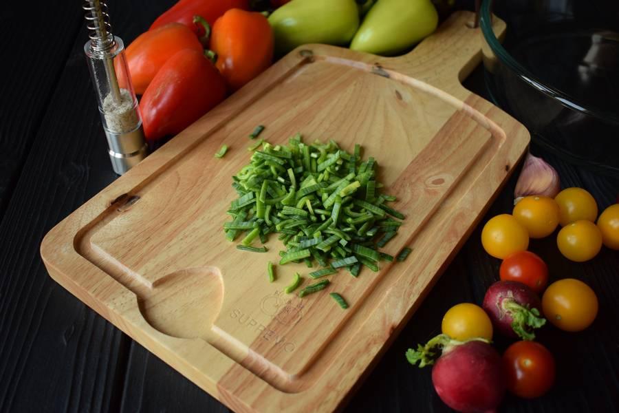 Приготовление овощного салата в перцах шаг 1
