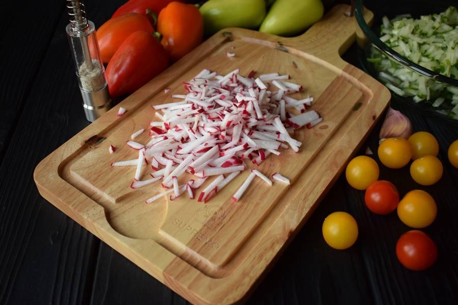 Приготовление овощного салата в перцах шаг 3