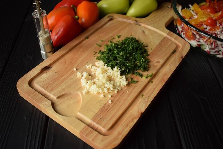Приготовление овощного салата в перцах шаг 5