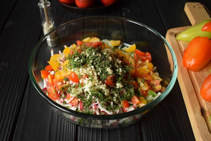 Приготовление овощного салата в перцах шаг 6