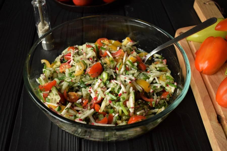 Приготовление овощного салата в перцах шаг 7