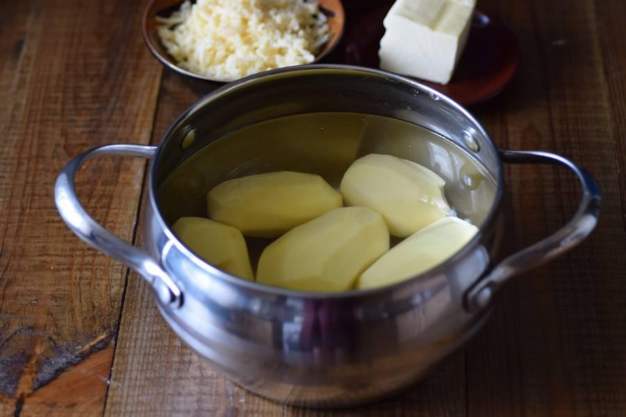 Приготовление решти из картофеля с грибным соусом шаг 1