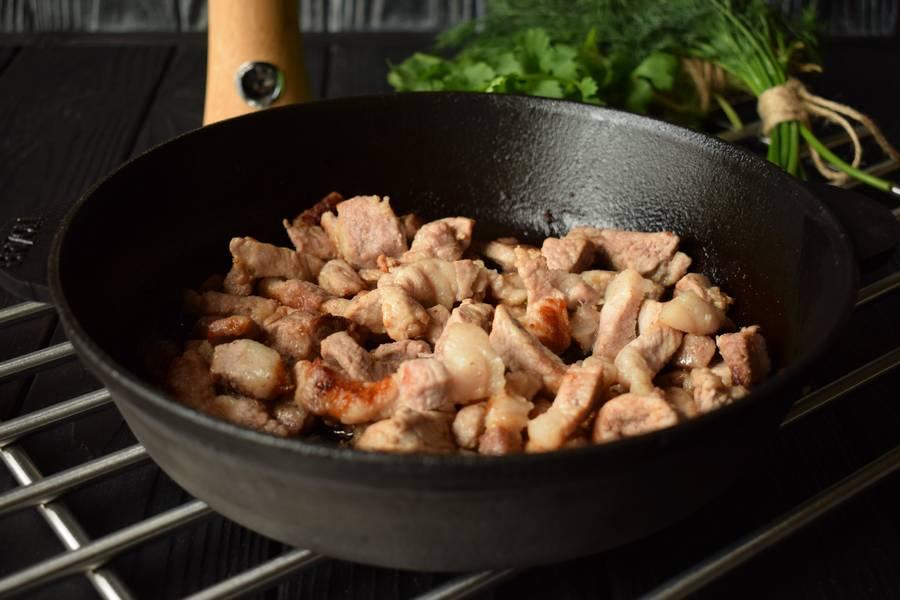Приготовление свинины с йогуртом, кинзой, укропом и чесноком шаг 4
