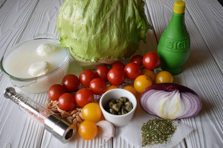Ингредиенты салата с черри, моцареллой и каперсами