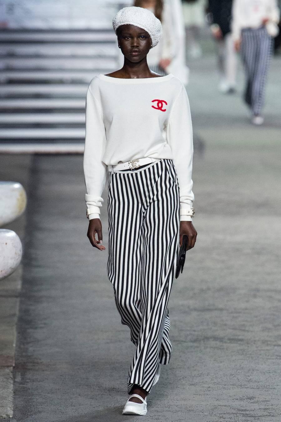 Круизная коллекция Chanel, весна-лето 2019 выход 1