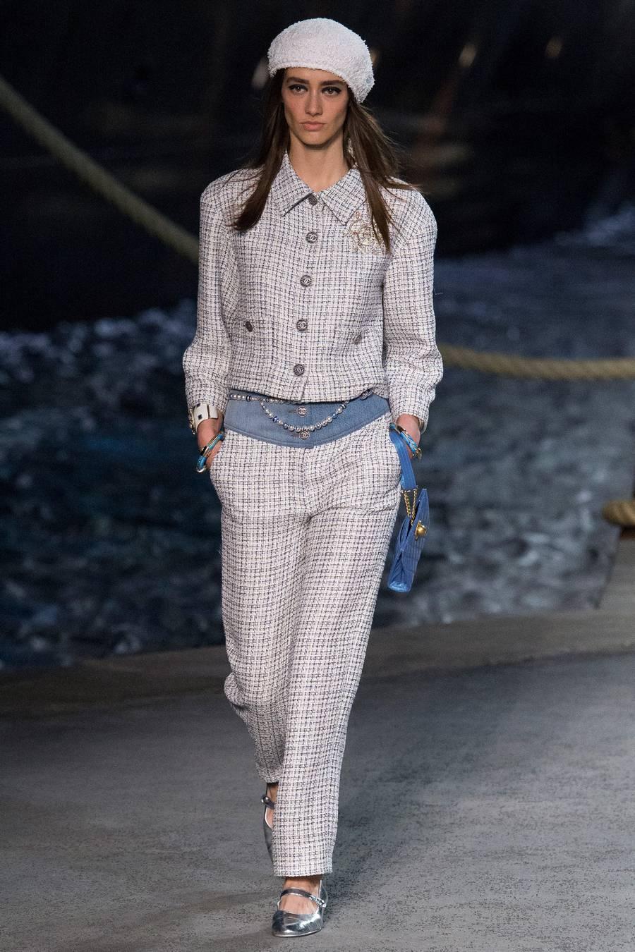 Круизная коллекция Chanel, весна-лето 2019 выход 10