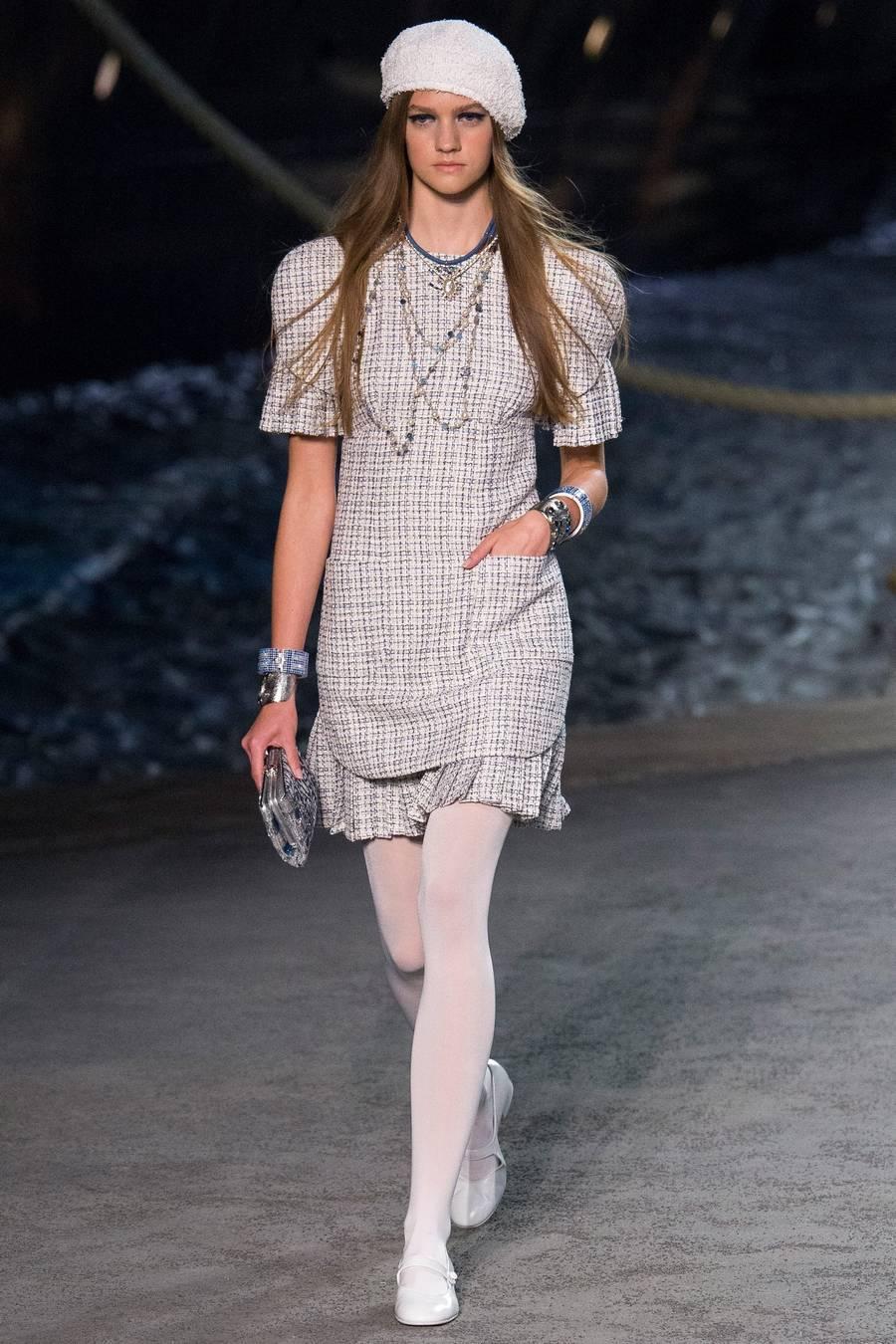 Круизная коллекция Chanel, весна-лето 2019 выход 11