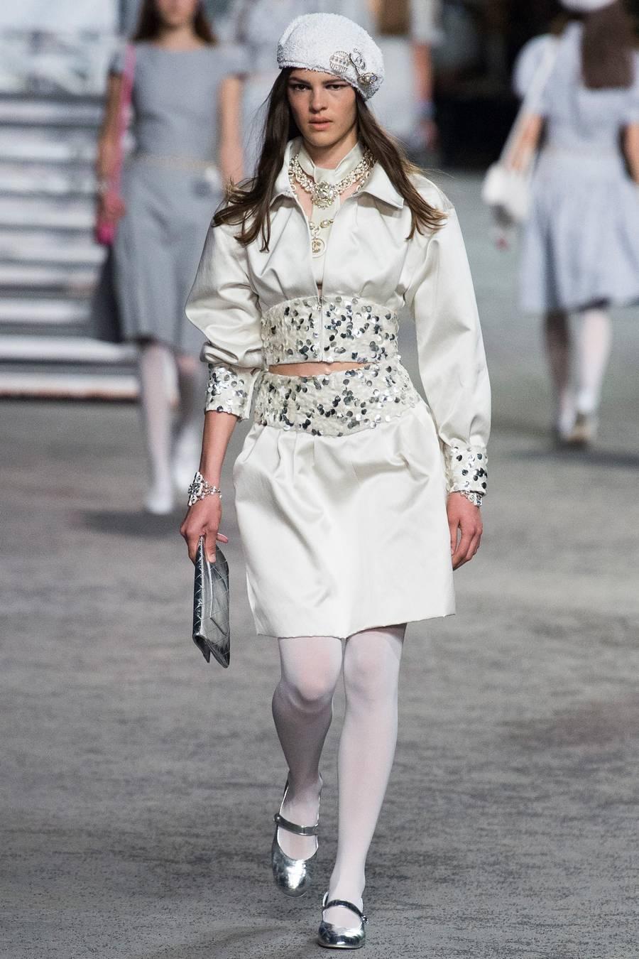 Круизная коллекция Chanel, весна-лето 2019 выход 15