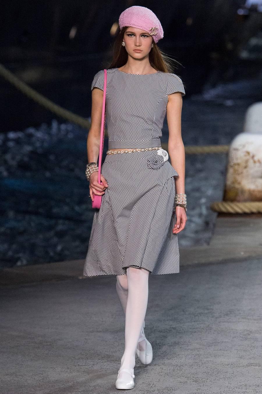 Круизная коллекция Chanel, весна-лето 2019 выход 16