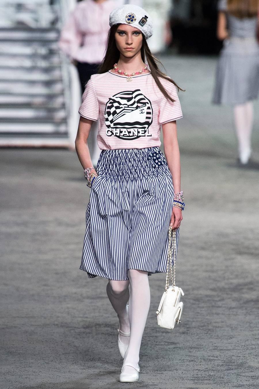 Круизная коллекция Chanel, весна-лето 2019 выход 19