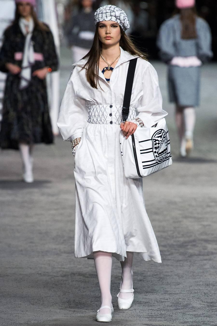 Круизная коллекция Chanel, весна-лето 2019 выход 21