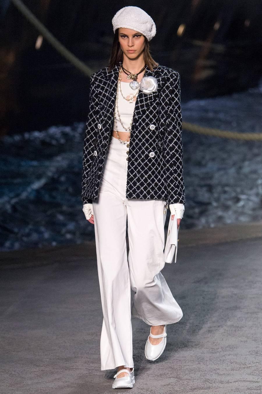 Круизная коллекция Chanel, весна-лето 2019 выход 26