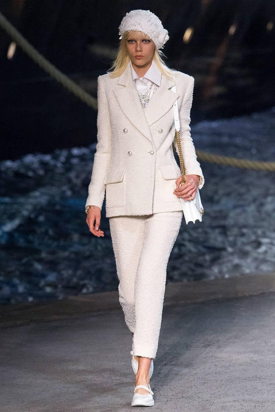 Круизная коллекция Chanel, весна-лето 2019 выход 27
